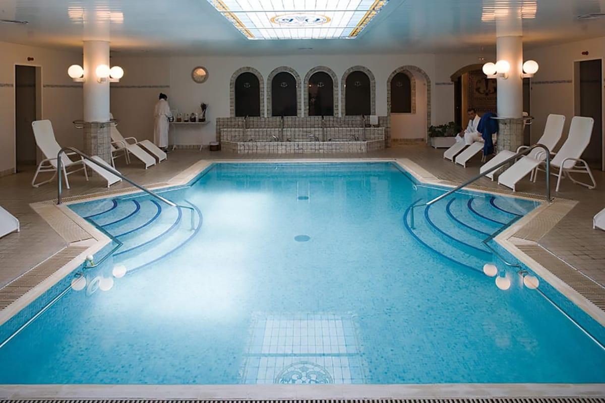 Terme Barcellona interno piscina