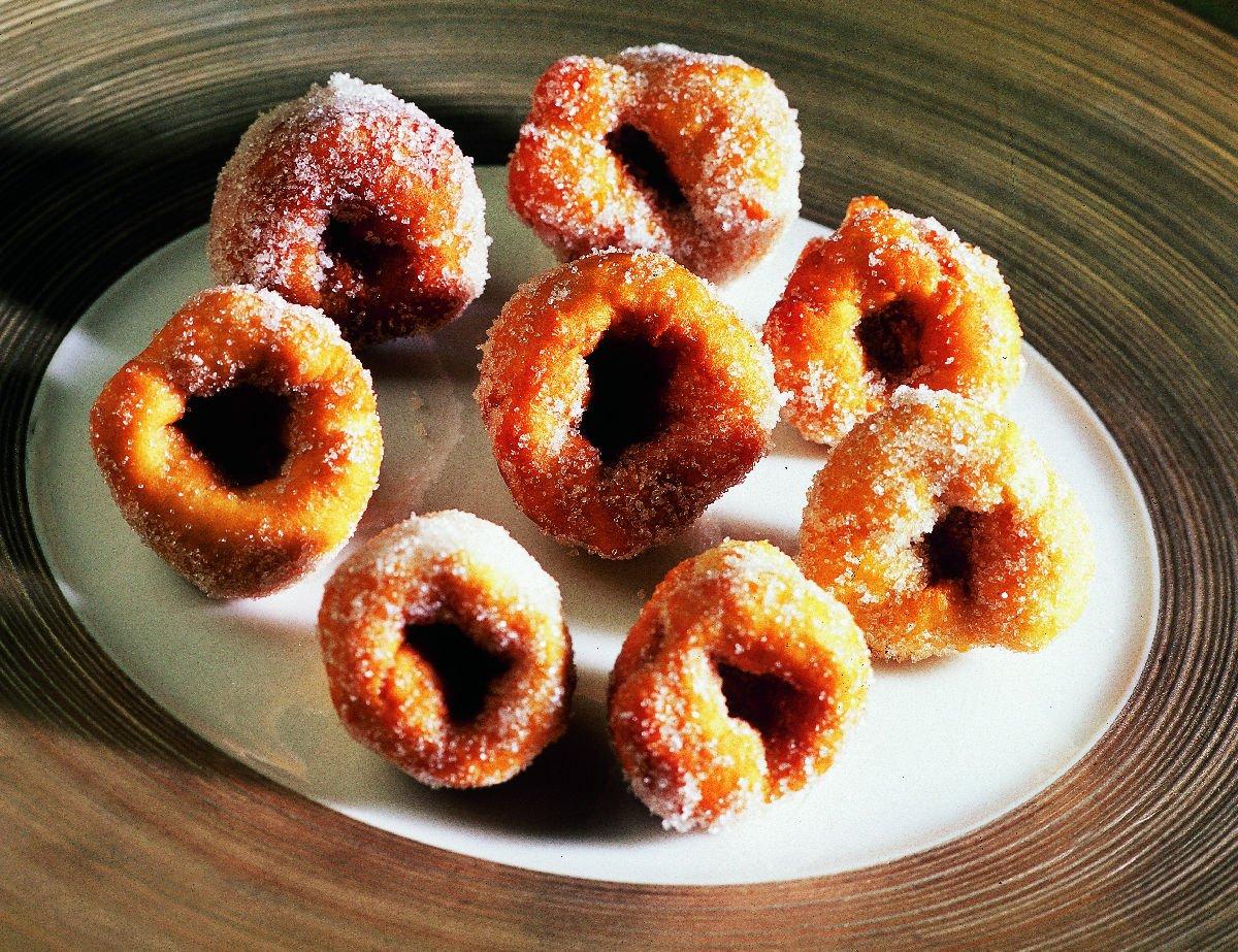 Bunyols de Quaresma, dolci di farina fritti e zuccherati