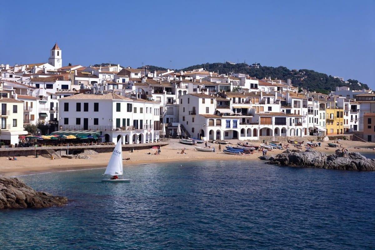 Borghi marinari catalani: Calella de Palafrugell spiaggia