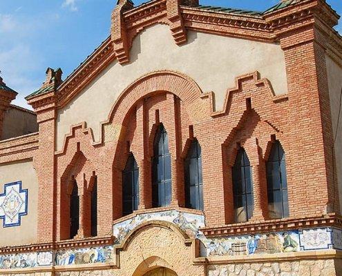 Cattedrali del Vino: l'esterno di Celler d'El Pinell de Brai