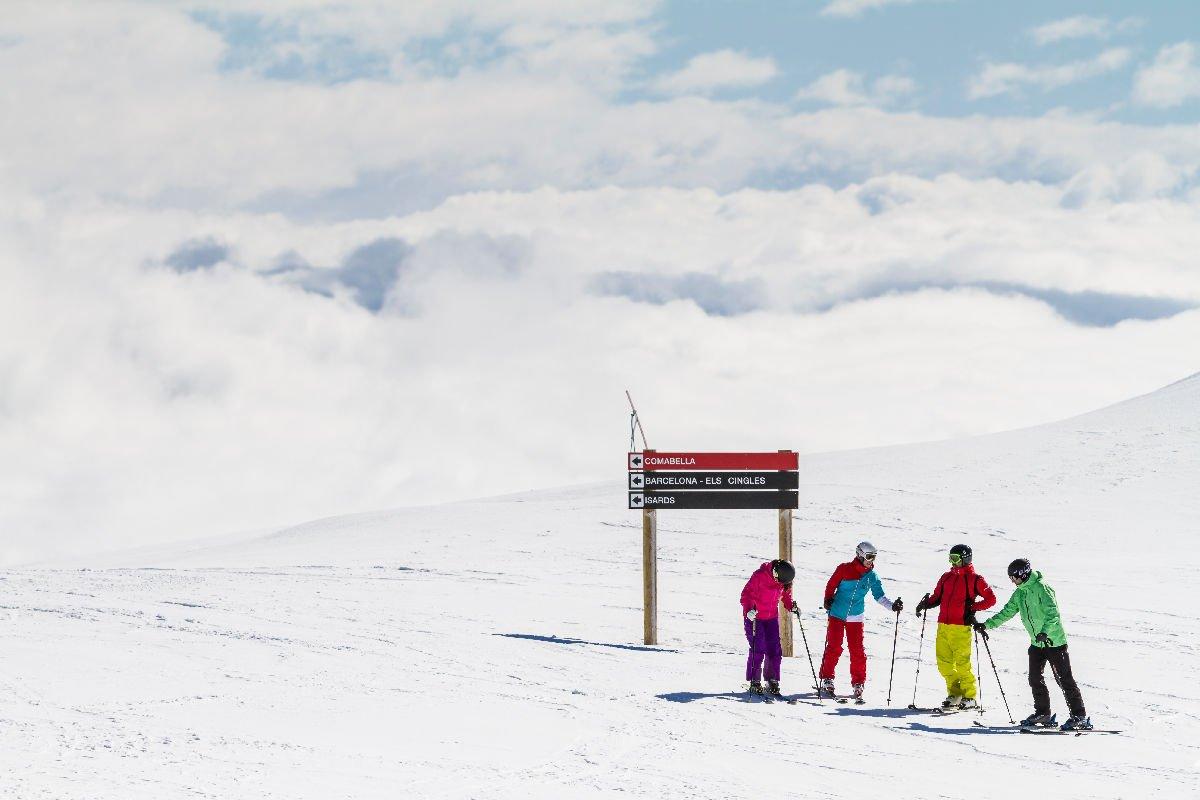 Sciatori nella località La Molina in Catalogna