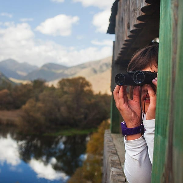 Lago vista con bambino Pirenei catalani