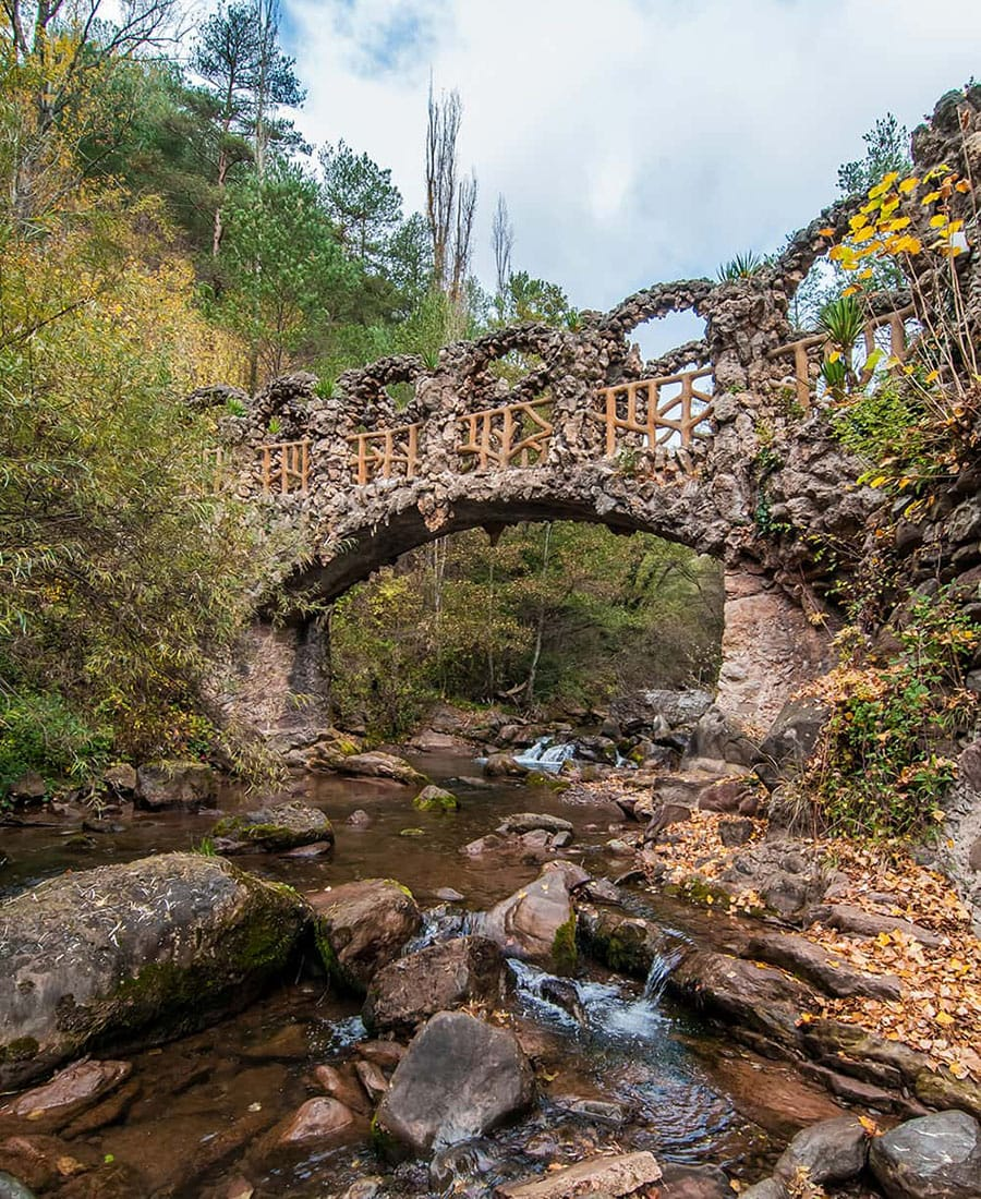 Ponte dei Giardini Artigues Gaudí Pirenei modernismo