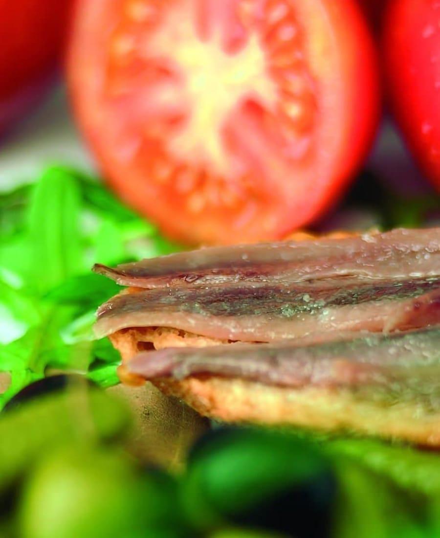 Vuaggio gastronomico: acciughe e pomodori Escala