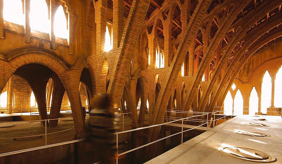 Cattedrali del Vino: Celler Cooperatiu del Pinell de Brai, interno