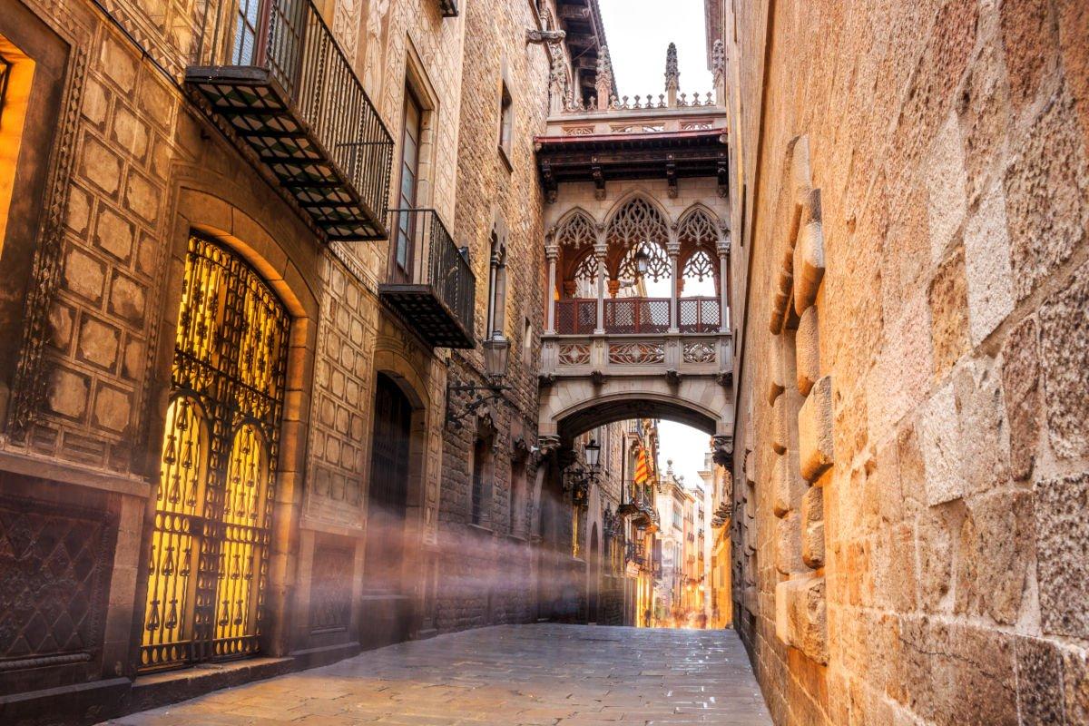 Carrer del Bisbe nel Barri Gòtic di Barcellona