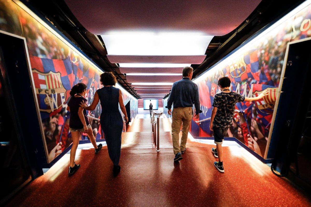 Camp Nou scale di accesso al campo