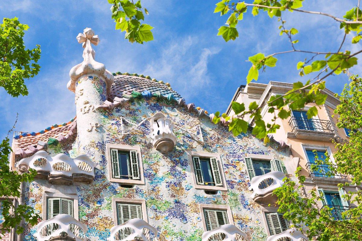 La facciata e il tetto di Casa Batlló