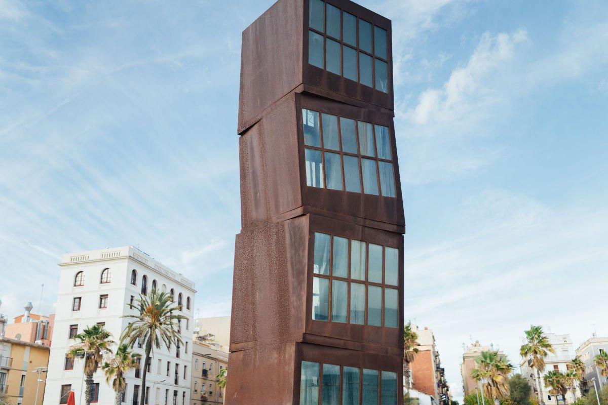 Statua Omaggio a Barceloneta