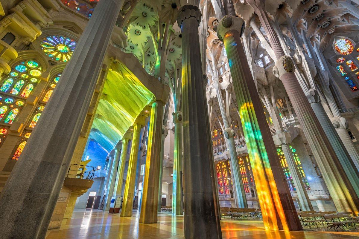 Giochi di colore dentro la Sagrada Família