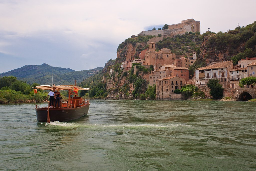 Miravet barca fiume