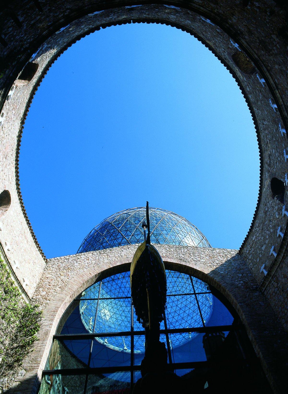 Cortile interno del Teatro-Museo Dalí
