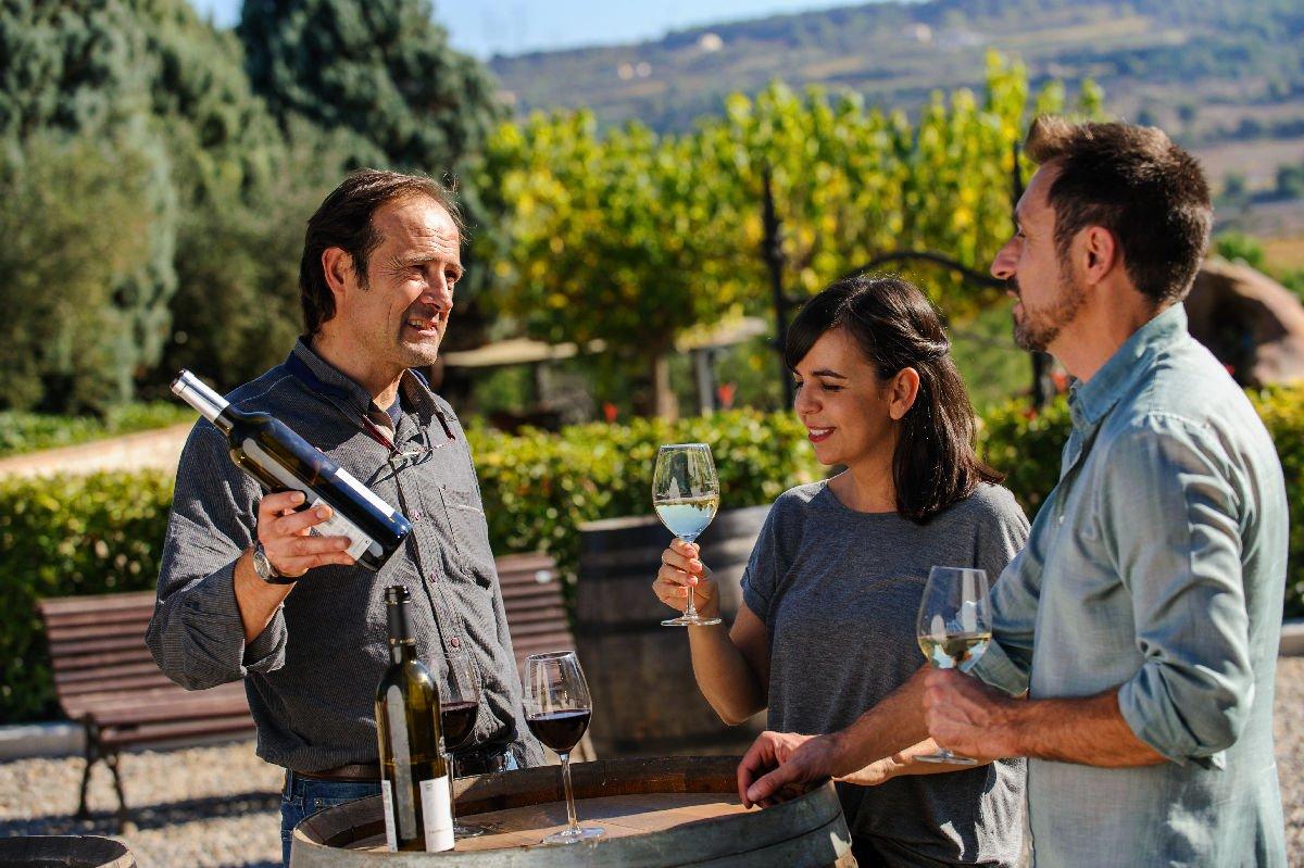 Assaggi di vino a les Caves Castellroig de Subirats
