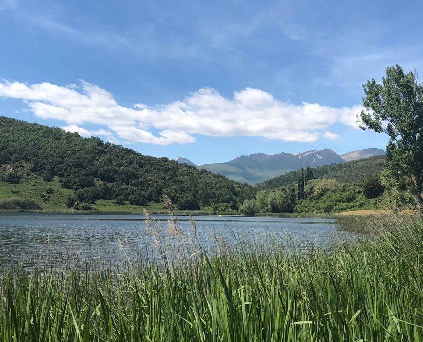 Una veduta del sentiero El Cinquè Llac nei Pirenei