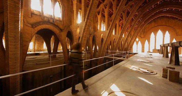 La cattedrale del vino di Pinell de Brai interno